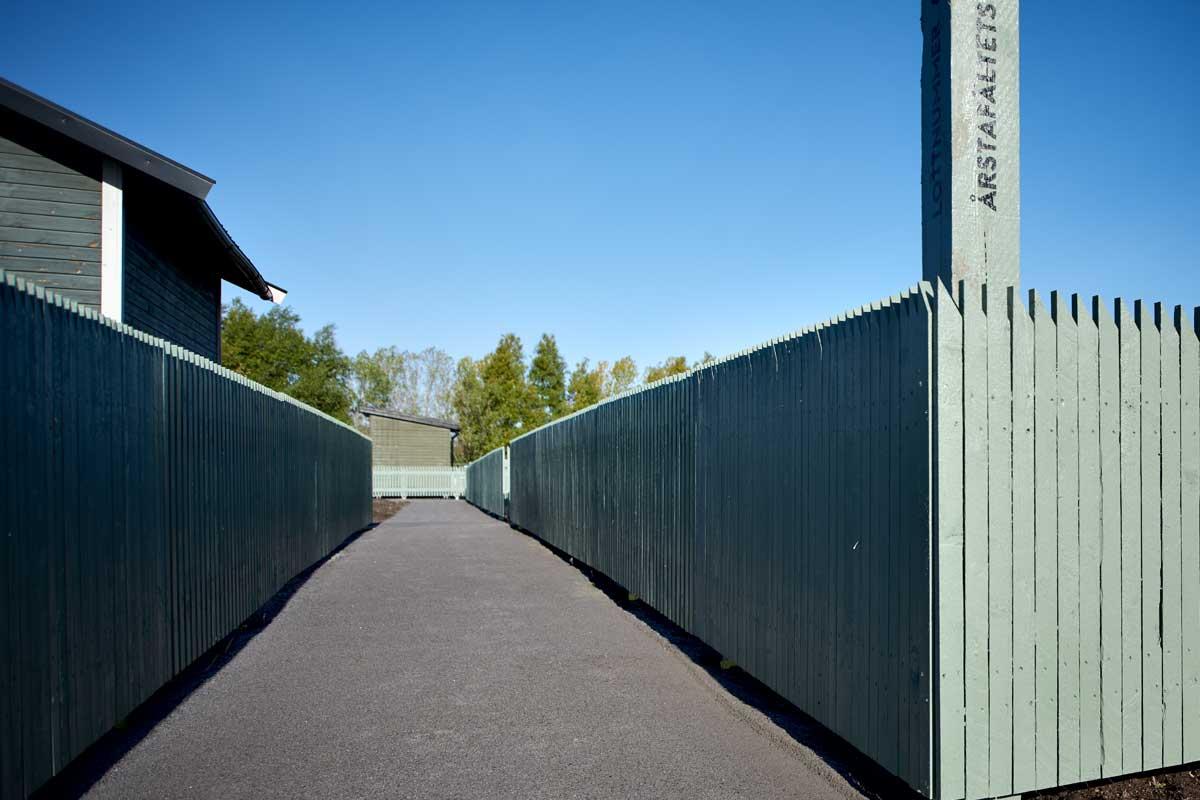 3050. Offentligt staket Årstafältets Koloniområde